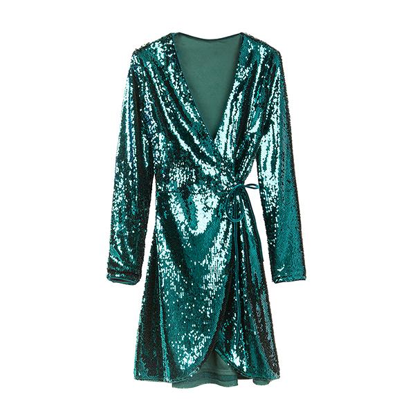 Vestido cruzado verde de la colección Ready to glow de Bershka