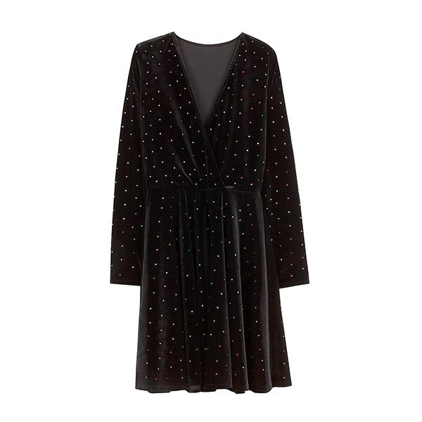 Vestido negro de la colección Ready to glow de Bershka