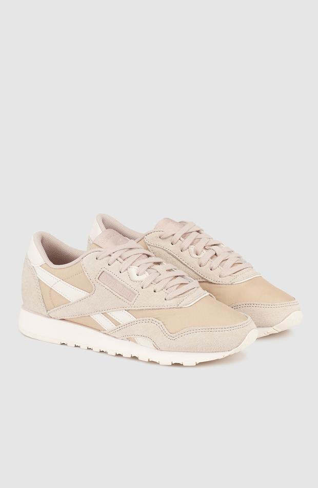 Classsic Reebok: sneakers looks oficina