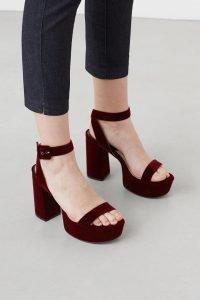 Sneakers, botines y sandalias de plataforma