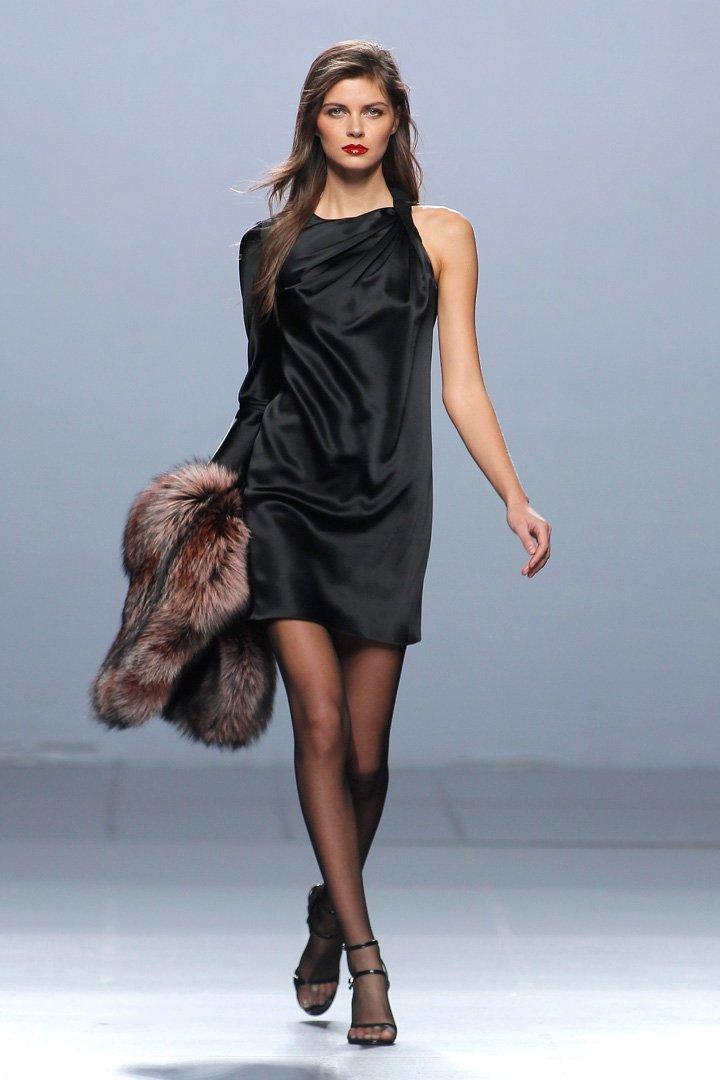 vestido negro asimétrico The 2nd Skin Co. Otoño/Invierno 2016/2017