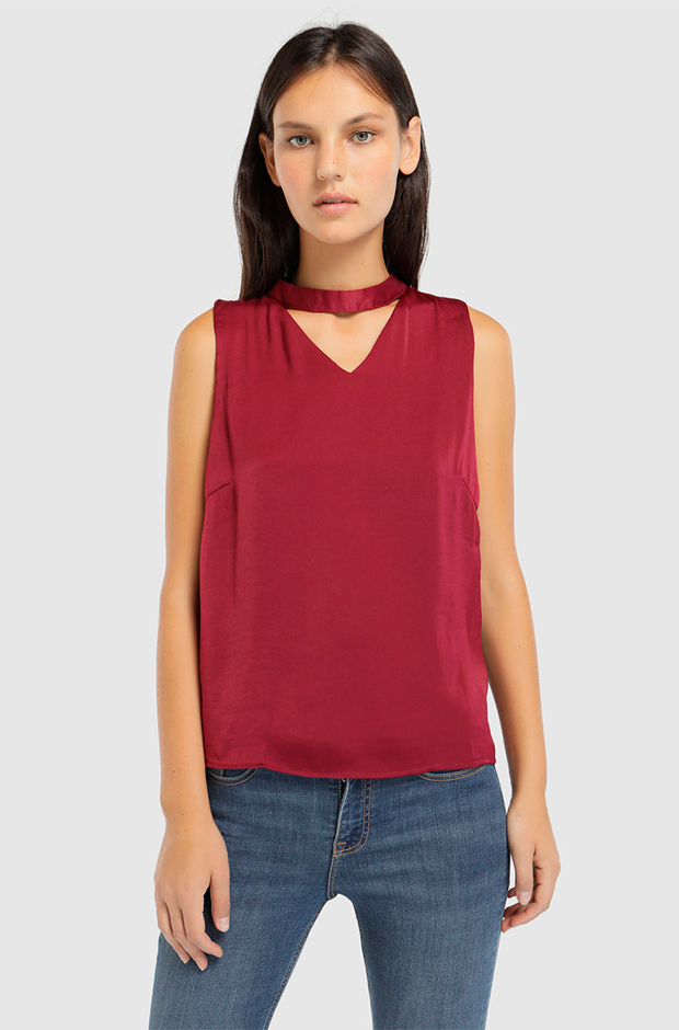 Top en color rojo con cuello choker