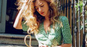 El vestido más viral del verano es de flores y lleva manga corta