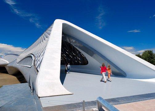 Muere la arquitecta zaha hadid moda stylelovely for Arquitectura zaha hadid