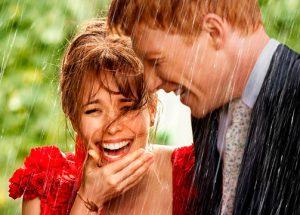 """Así se """"sobrevive"""" a una boda bajo la lluvia"""
