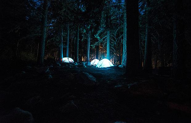 Acampada por la noche