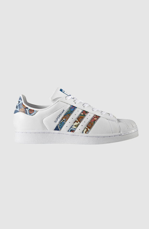 Superstar de Adidas: sneakers looks oficina