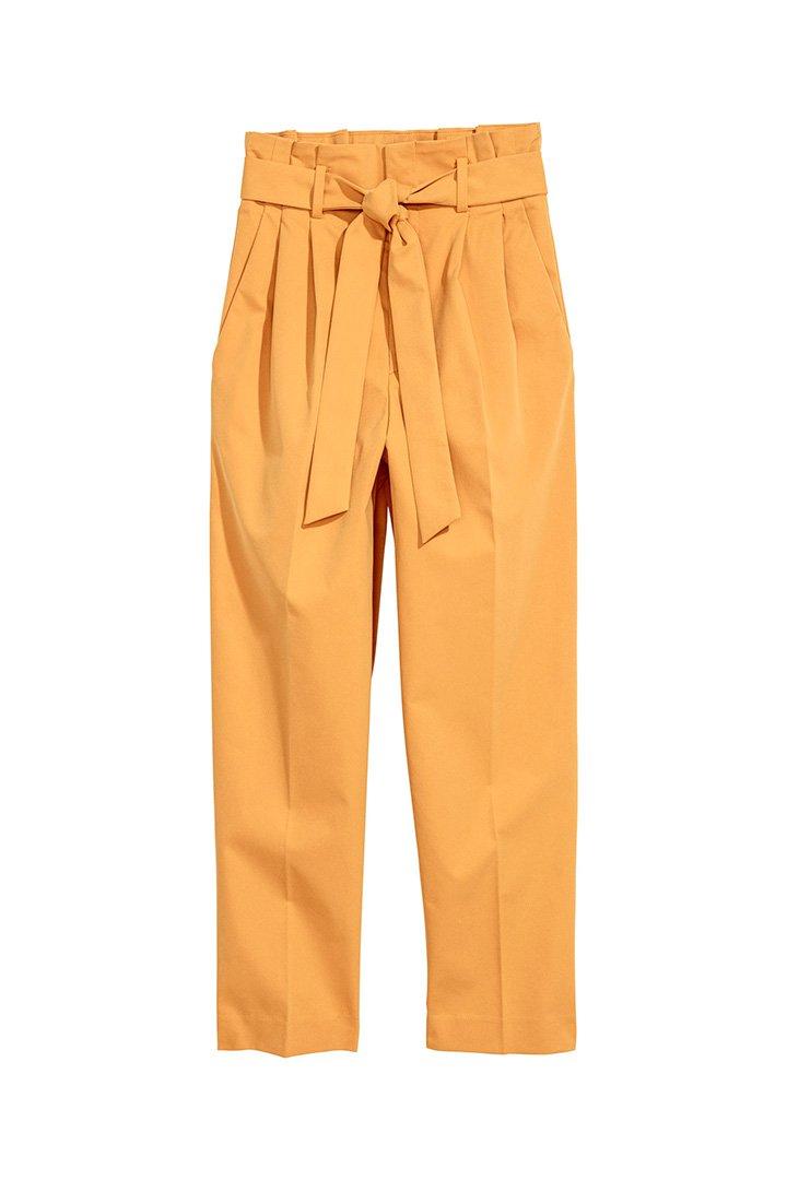 pantalón amarillo