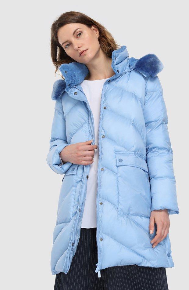 Plumífero azul con cuello con pelo de Amitié: abrigos tendencia