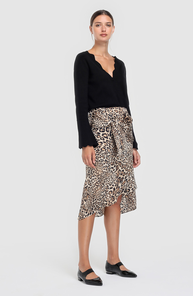 Falda midi con estampado animal de Amitié : prendas que no te pueden faltar
