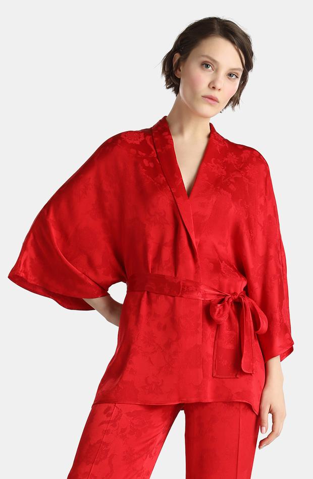 Kimono rojo con jacquard de Amitié: rebajas looks de otoño