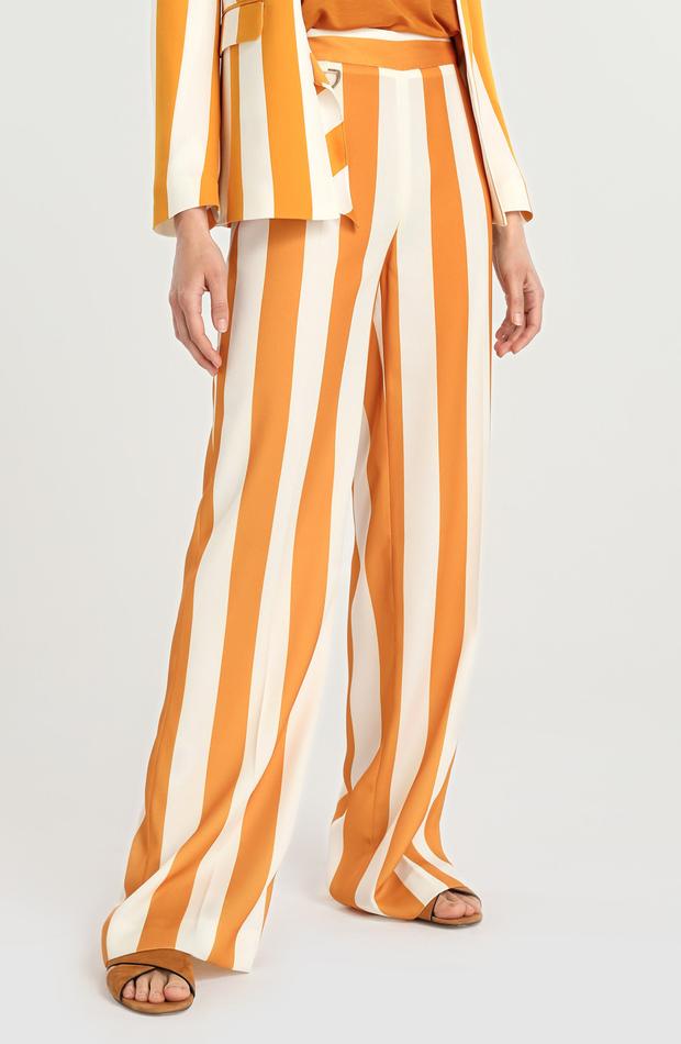 Pantalón ancho de rayas de Amitié: rebajas looks de otoño