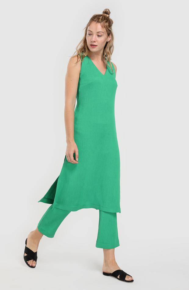 Vestido verde plisado de Amitié: rebajas looks de otoño