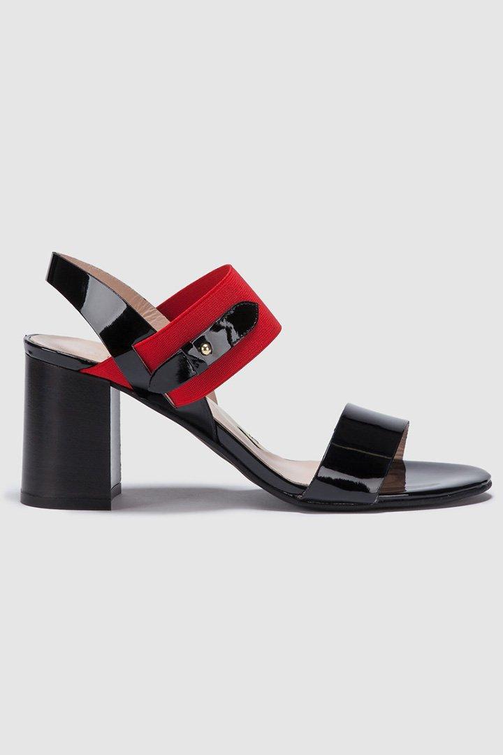 Sandalias negras de charol de Zendra