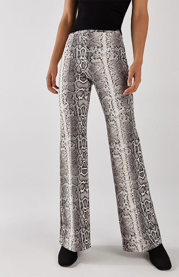 Pantalones flare de animal print