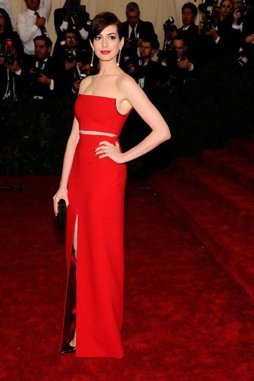 anne_hathaway-estilo-vestido_rojo