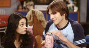 Ashton Kutcher cuenta su primer beso con Mila Kunis en la pantalla y en la vida real