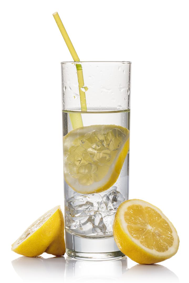 beber agua en ayunas es altamente beneficioso