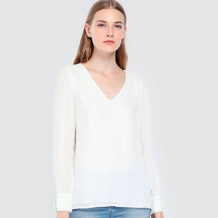Camisa blanca para la vuelta a la oficina