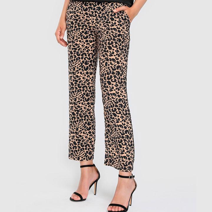 Pantalones de leopardo para la vuelta a la oficina