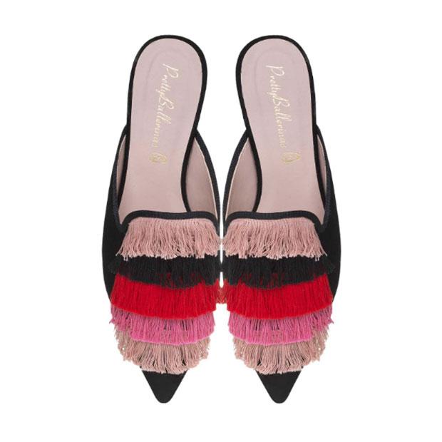 Bailarinas con flecos rosas y rojos