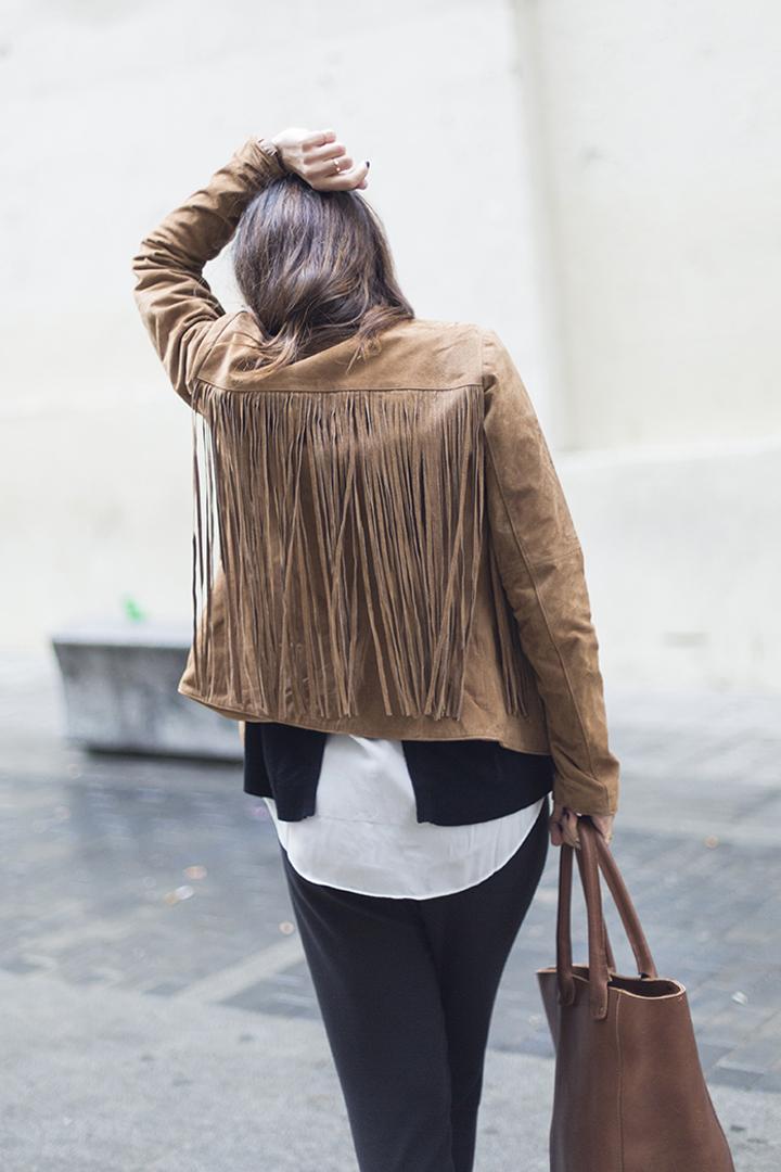 street style, chaqueta de ante de flecos