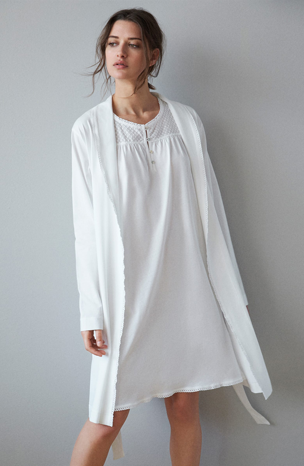 Bata de algodón con puntilla de Zara Home: pijamas