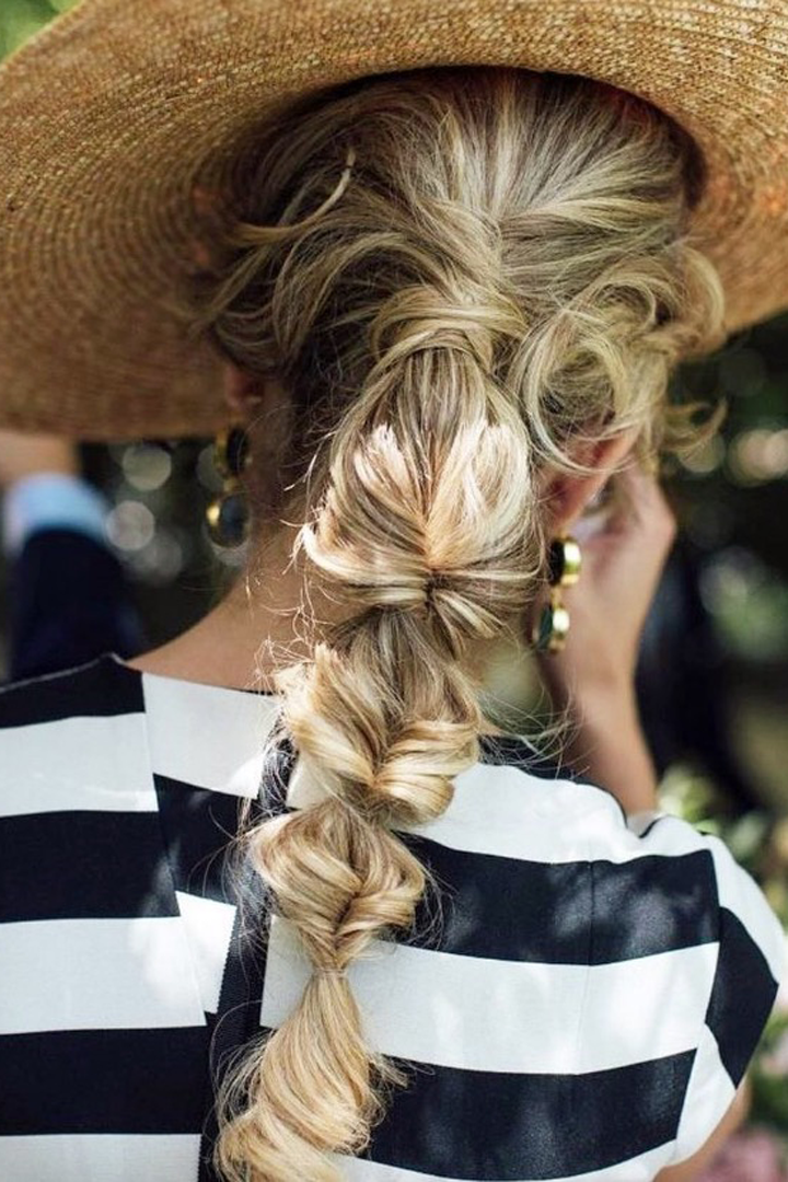Recogidos con personalidad: peinados invitada verano 2018