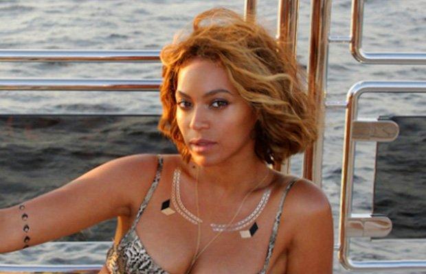 Beyoncé con look beauty de verano