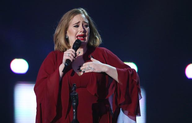 Adele lloró de emoción durante la gala