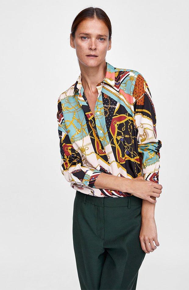 Blusa de estampado pañuelo de Zara