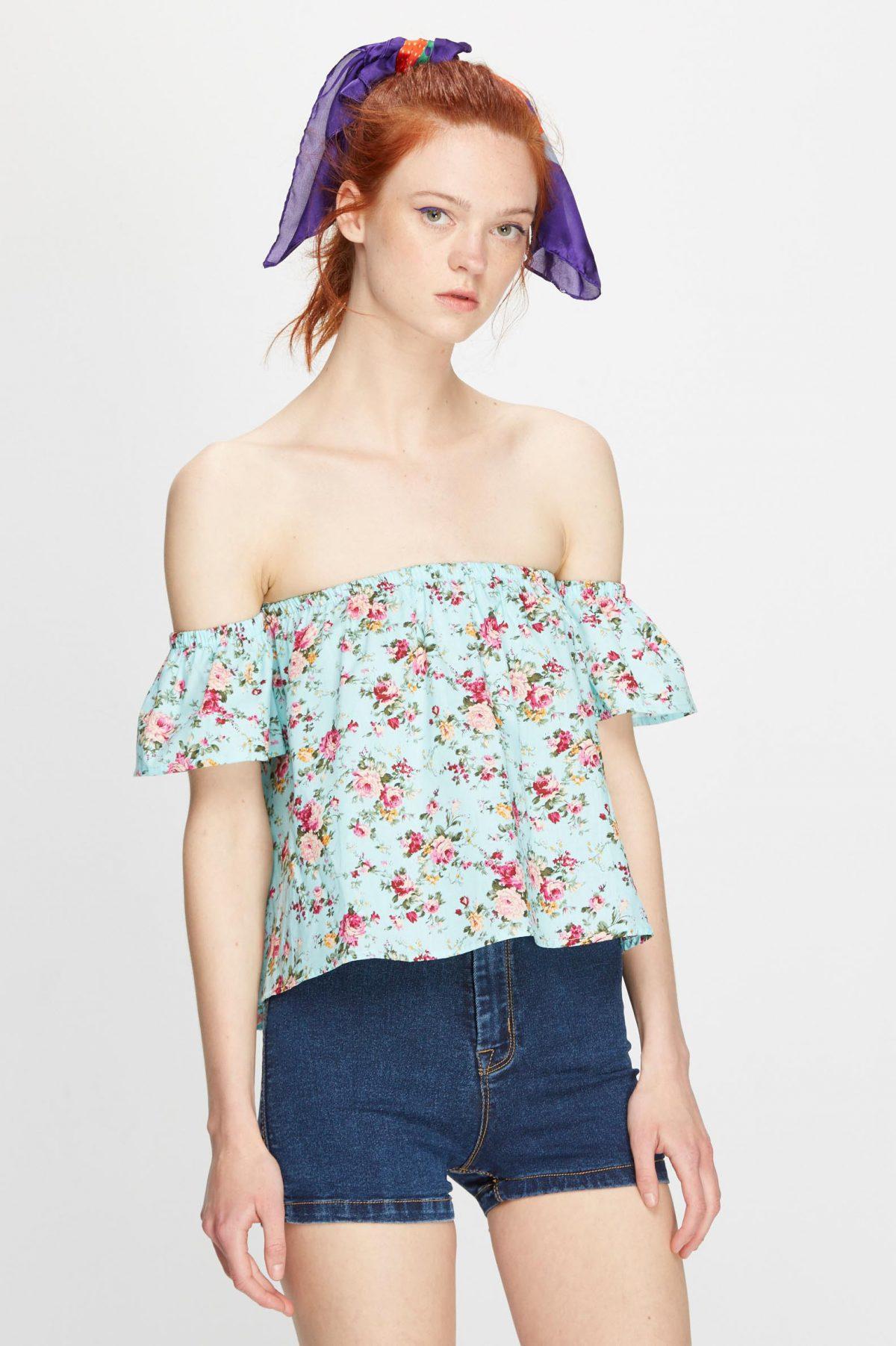 camisa con estampado al hombro