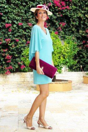 Clara Fernandez de Molina, invitada con vestido-capa