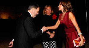 El bolso de la Reina Letizia que culminará tu look de invitada de otoño