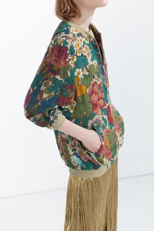 Bomber de estampado floral de Zara