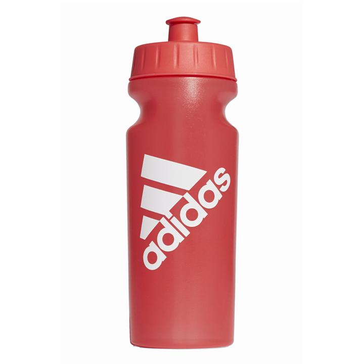 Botella de Adidas: practicar deporte en la playa