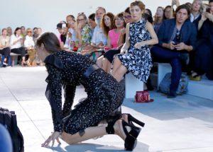 """""""Show must go on"""" las caídas de modelos no detienen los desfiles"""