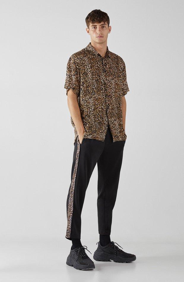 Camisa leopardo de Bershka: tendencias masculinas 2019
