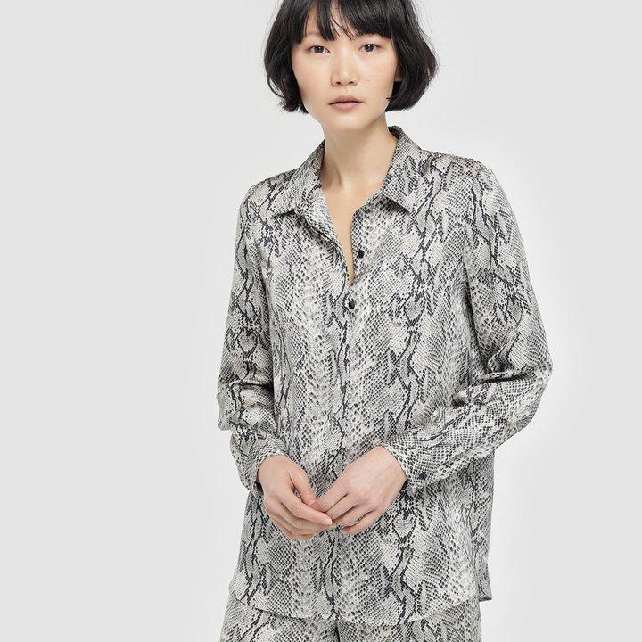 Blusa con manga larga y estampado reptil de Amitié: fichajes de rebajas
