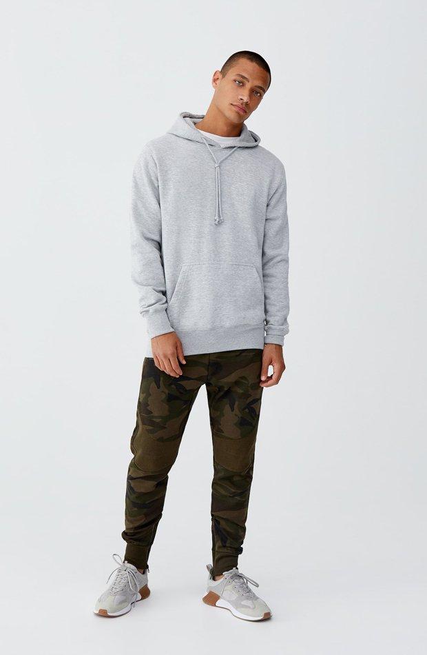Pantalón jogging camuflaje de Pull & Bear: tendencias masculinas 2019