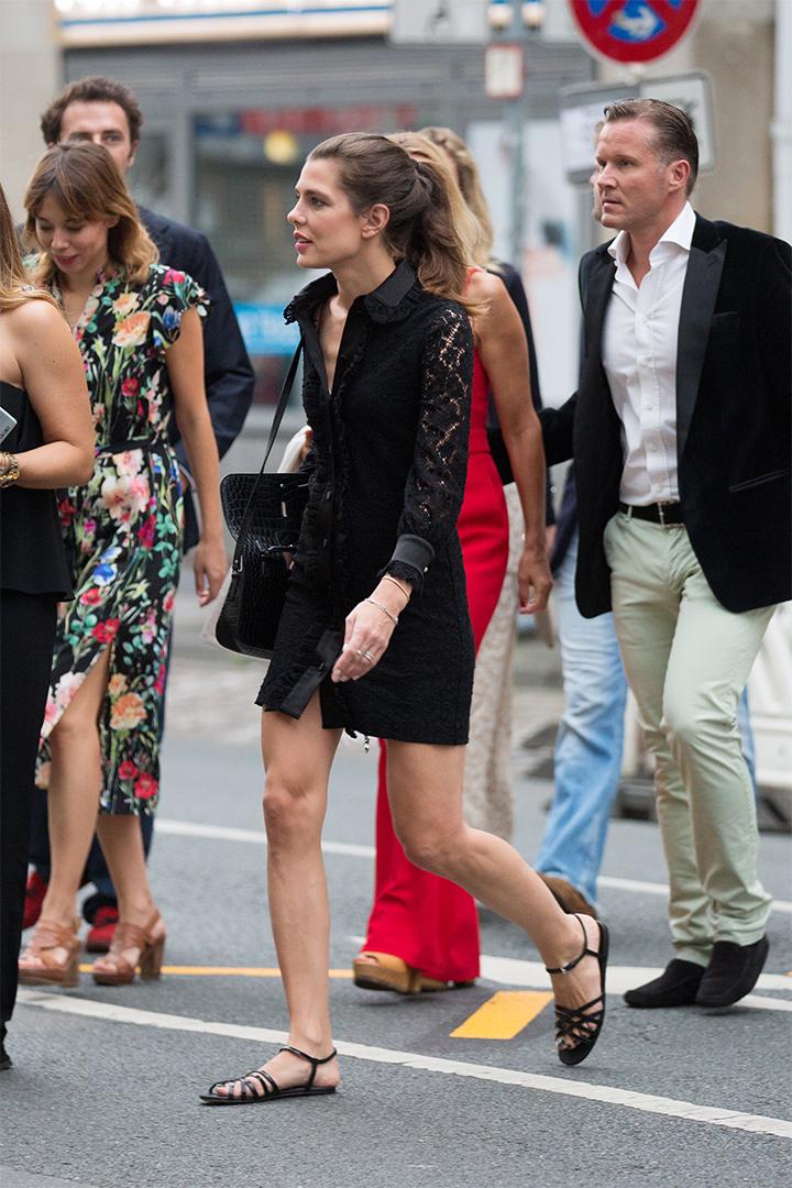 Carlota Casiraghi con vestido de encaje y bailarinas