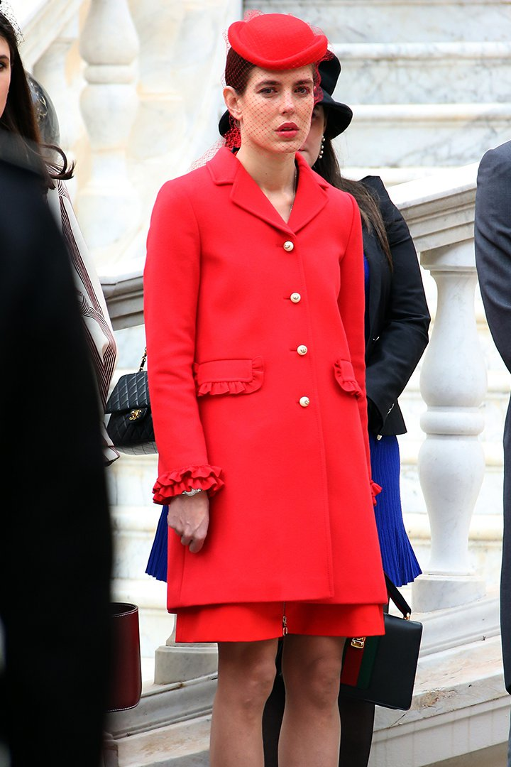 Carlota Casiraghi con total look en rojo