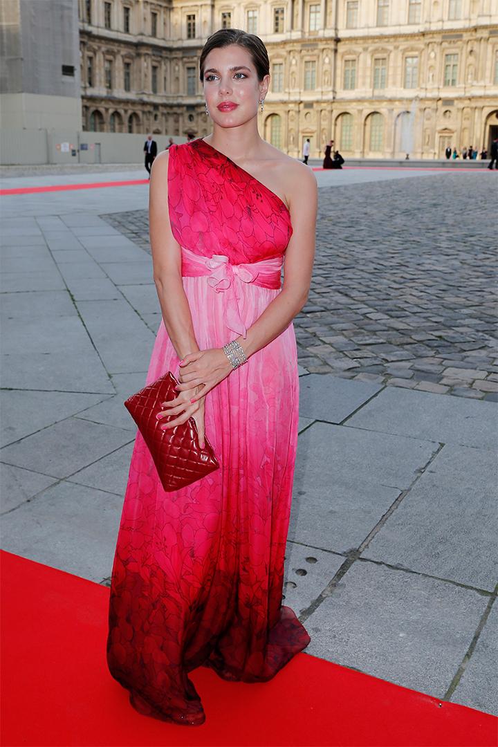 Carlota Casiraghi con vestido rosa