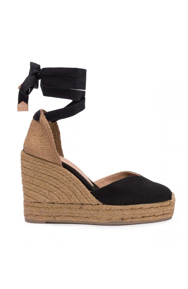 Alpargatas de cuña de color negro en piel vacuna de Castañer: zapatos primavera