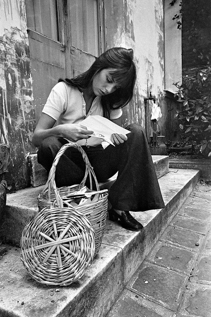 Jane Birkin con bolsos de paja