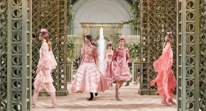Chanel y Farfetch anuncian un partenariat que potenciará su estrategia digital