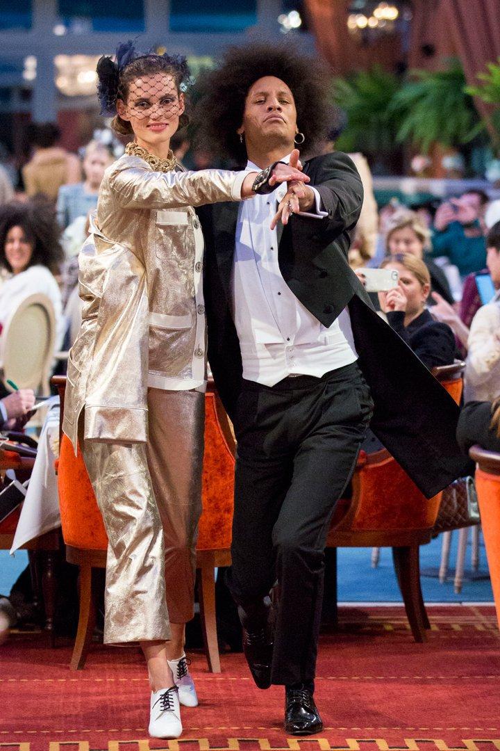 desfile #ParisCosmopolite de Métiers d'Art de Chanel 24