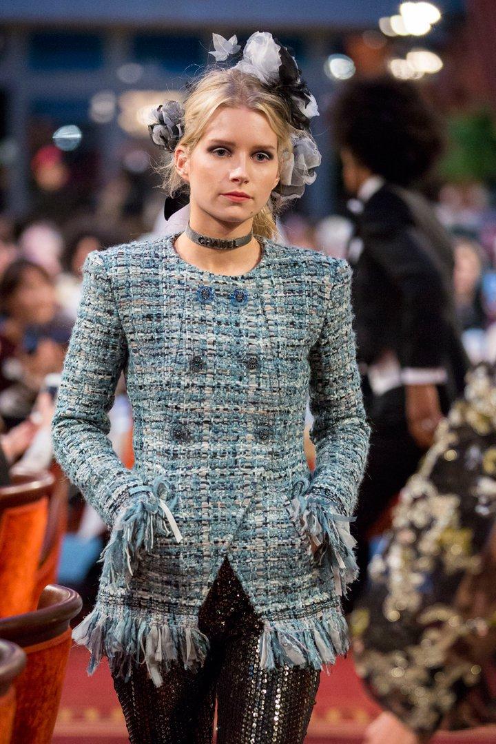 desfile #ParisCosmopolite de Métiers d'Art de Chanel 22