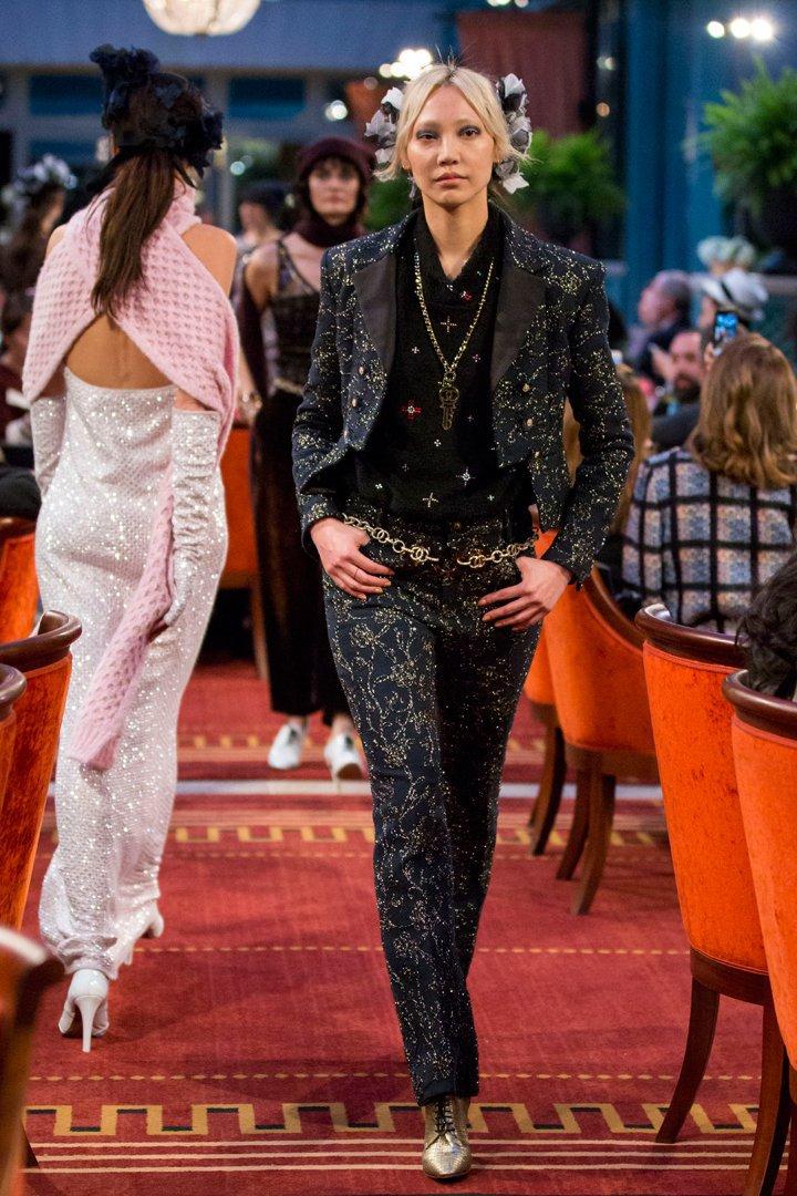 desfile #ParisCosmopolite de Métiers d'Art de Chanel 21