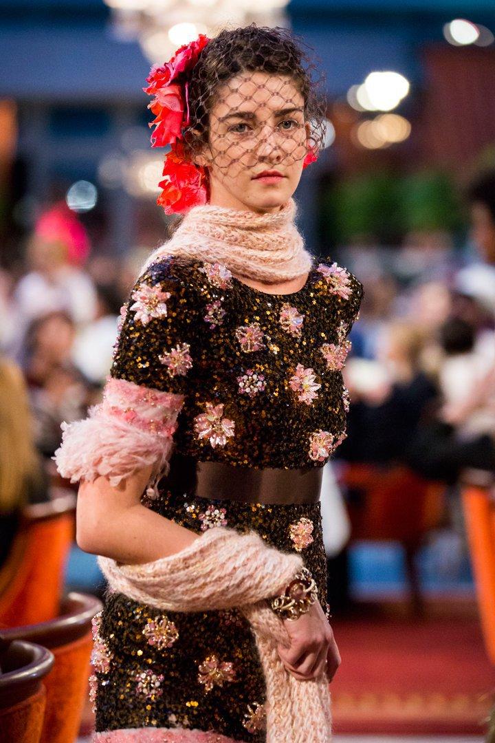 desfile #ParisCosmopolite de Métiers d'Art de Chanel 19